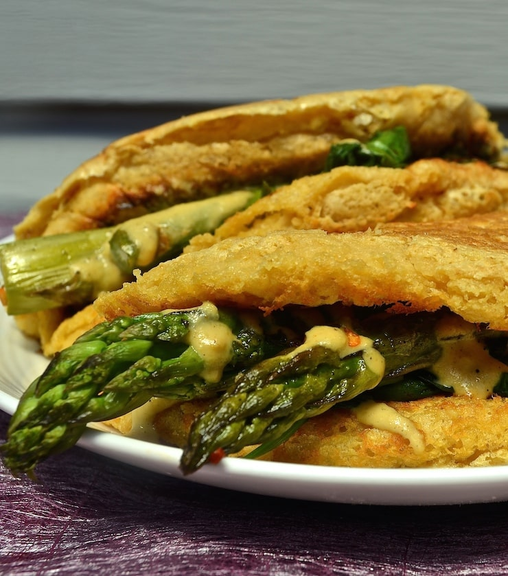 Vegan Omelette with Asparagus, Spinach 'Cheese'