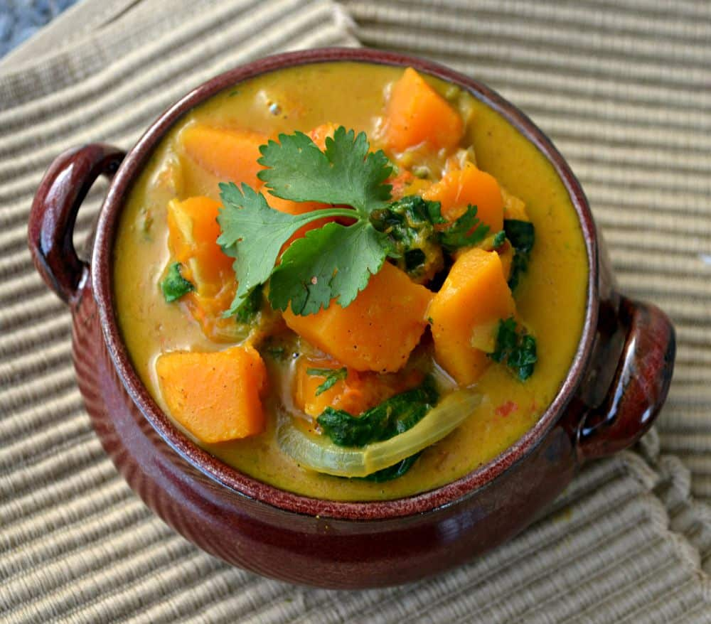 Soft, sweet butternut squash & spinach curry. Quick, healthy, easy, creamy, totally delicious and ready in only 30 minutes!