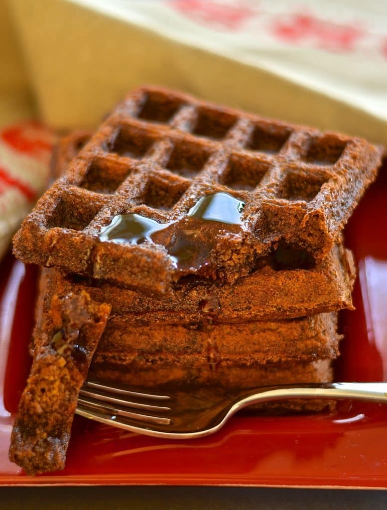Add some sugar & spice to your life with these deliciously dark, rich & fluffy gingerbread waffles. Full of warm & comforting festive flavour & surprisingly healthy!