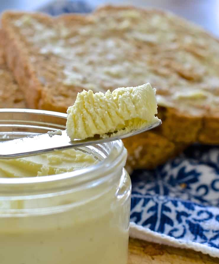 This palm oil & emulsifier free easy vegan butter is dreamily smooth, rich & creamy & can be whipped up in minutes. Use in any way you would real butter.