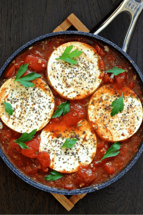Silky, soft tofu rounds cooked gently in a fiery, garlicky and chunky tomato sauce. Tofu in Purgaotory is the perfect brunch dish! #tofu #vegan #shakshuka #brunch #kalanamak #blacksalt #veganegg