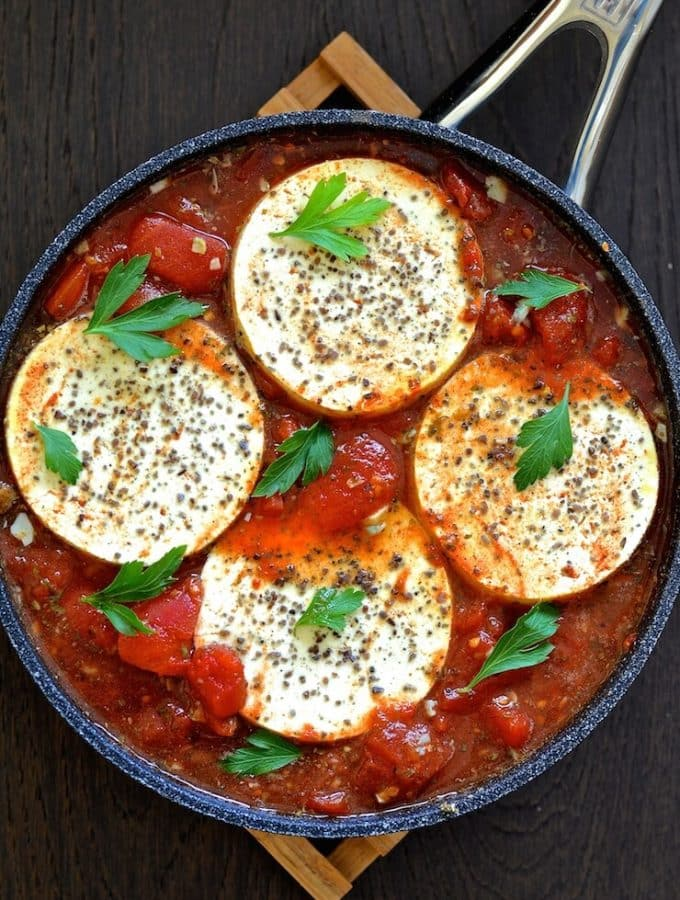 Vegan Shakshuka in a pan with a sprinkling of kala namak and fresh cilantro