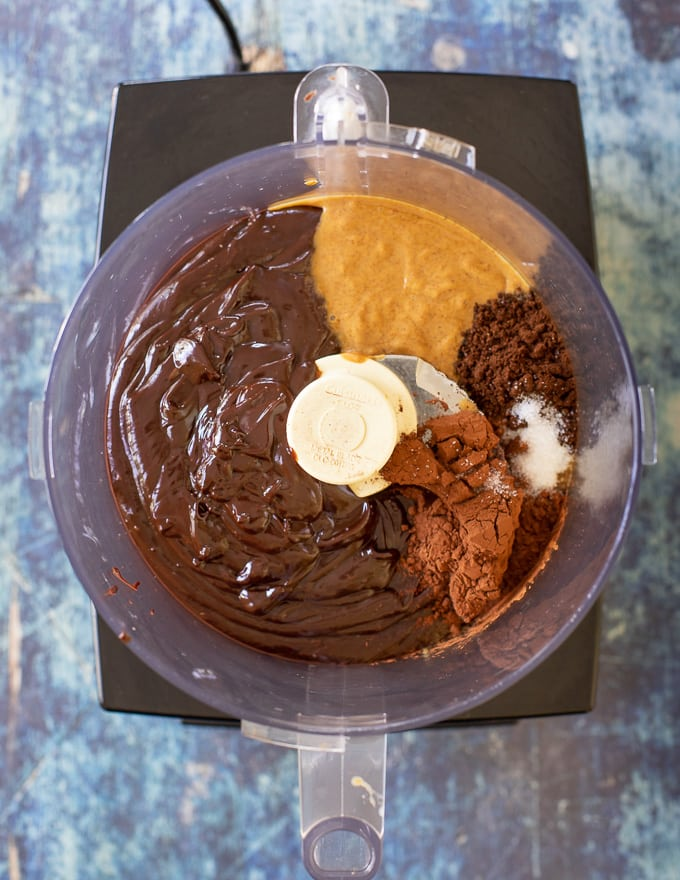 Simple to make with only 8 ingredients (plus salt), this No-Bake Espresso Chocolate Fudge Cake is here to rock your dessert world. It's intensely rich and fudgy chocolate perfection, that needs no baking and is nut-free and gluten-free too. Where's my fork?