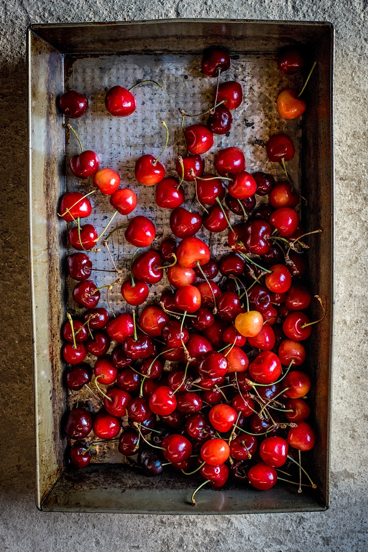 a tray of fresh cherries
