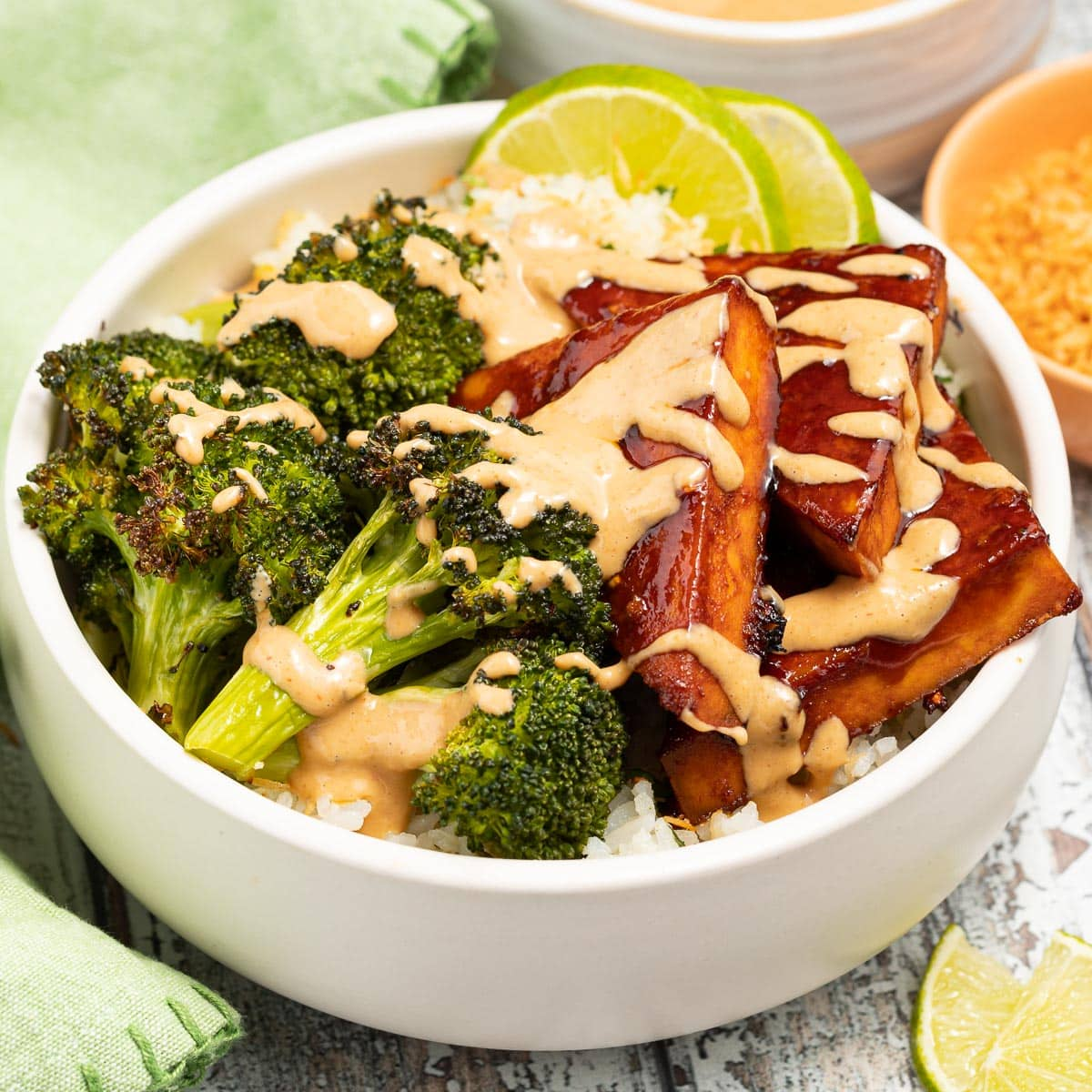 tofu bowl with peanut sauce