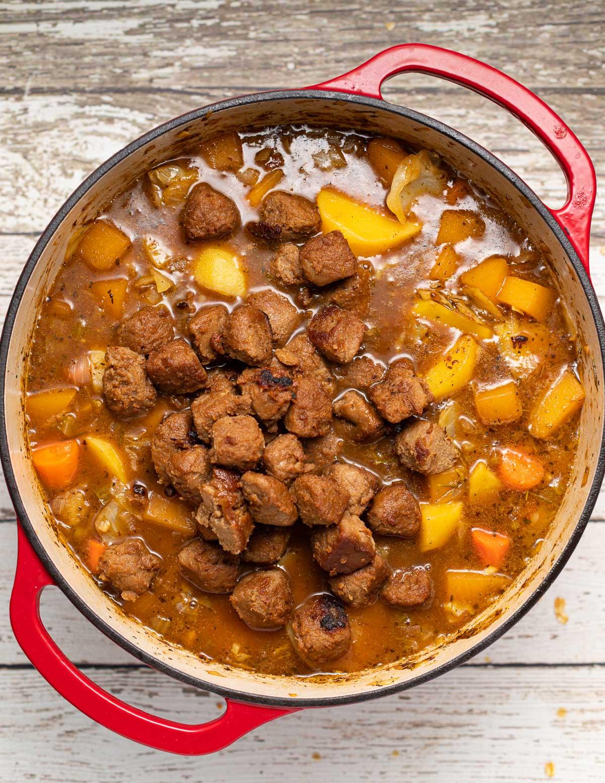 Vegan irish Stew with vegan meat pieces