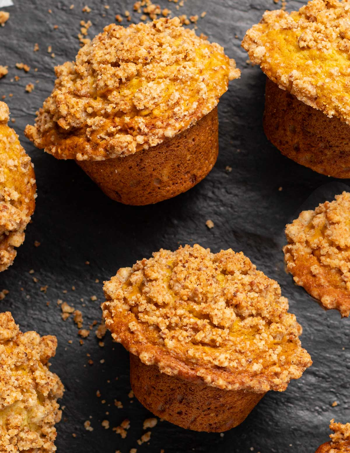 muffins with streusel topping
